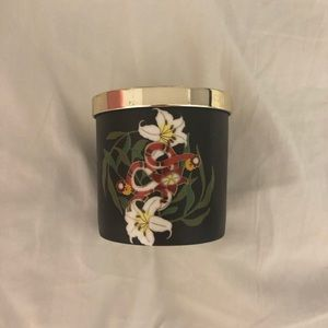 UO lily candle